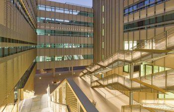 Treppenkonstruktion und Fassadenverkleidung beim UNI-Campus Wien